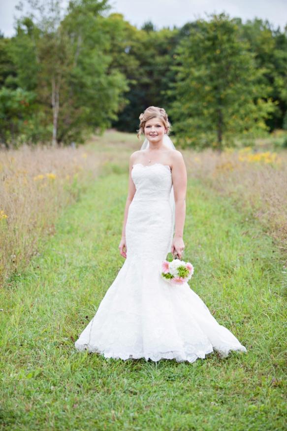 bride wedding flower in field