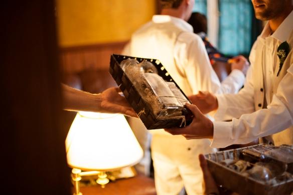 gift-groom-wedding