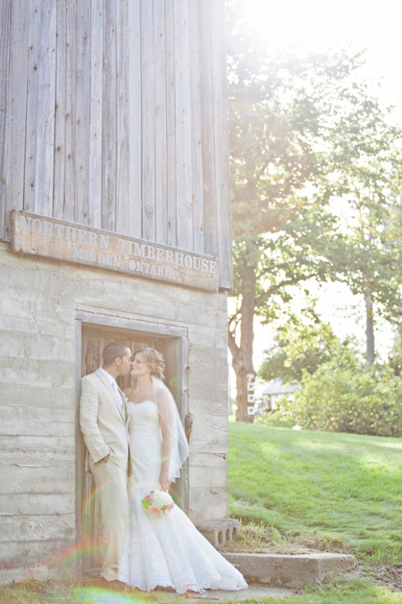 bride and groom photography barn